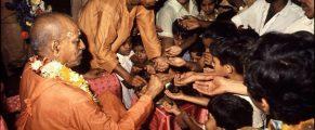 Srila Prabhupada Distributes Prasadam